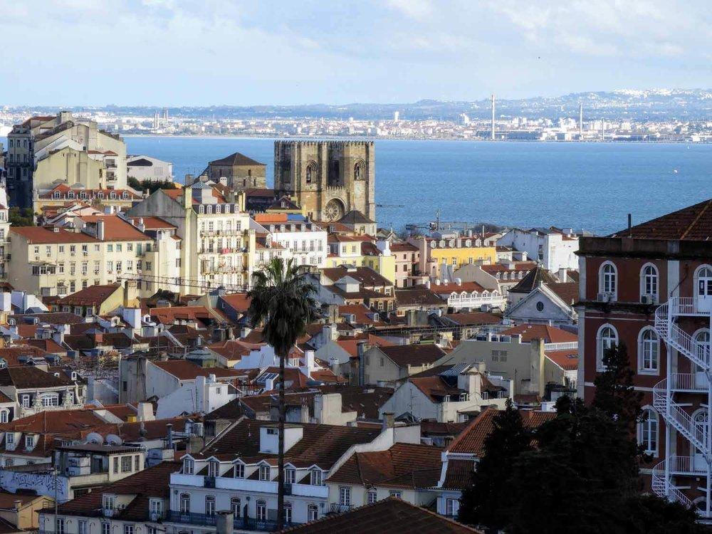 portugal-lisbon-lisboa-catedral.jpg