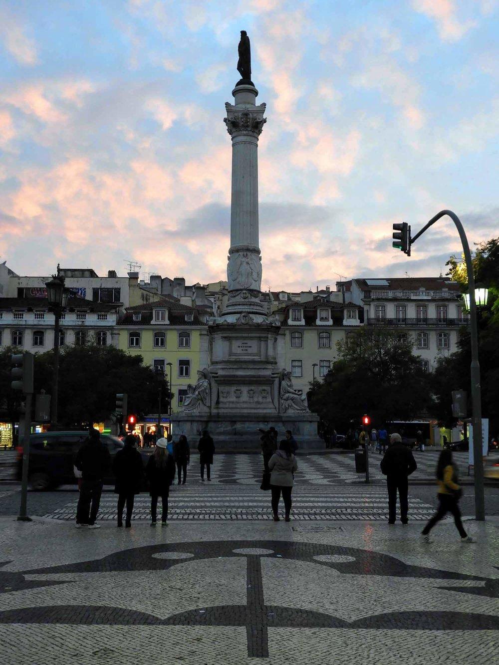 portugal-lisbon-lisboa-monumento-dos-restauradores.jpg
