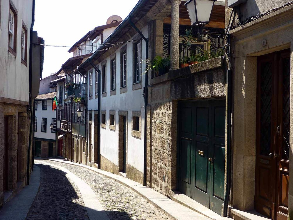 portugal-guimaraes-clean-quite-streets-quaint.JPG