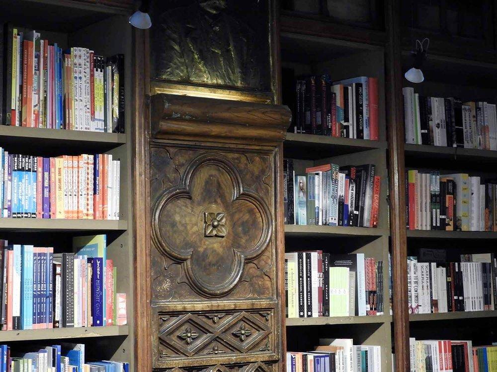 portugal-porto-oporto-livraria-lello-lello-sons-bookstore-jk-rowling-bookstore-plaster-wood-deco.JPG