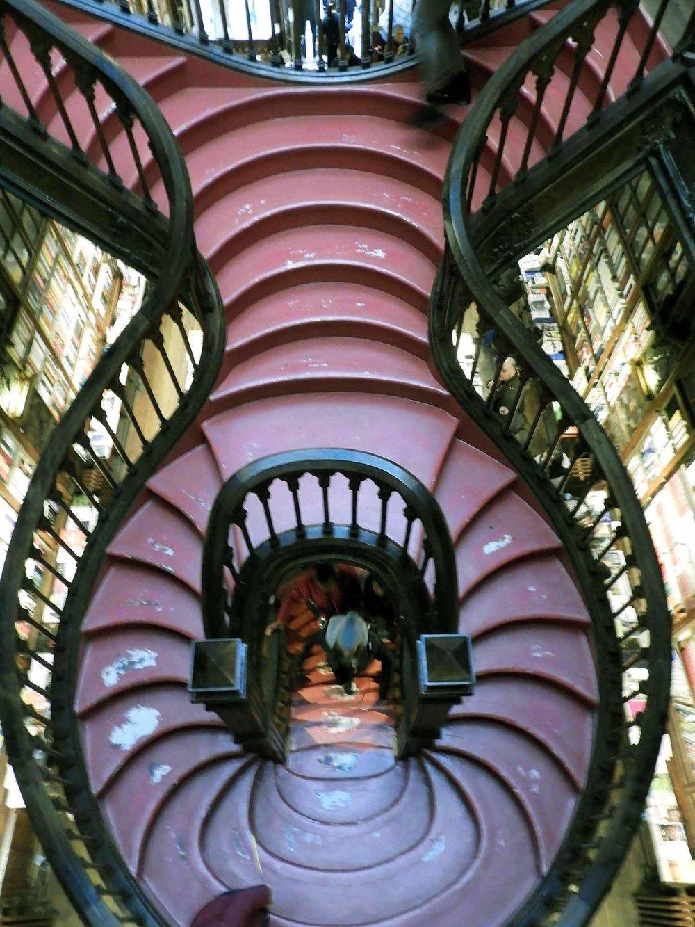 portugal-porto-oporto-livraria-lello-lello-sons-bookstore-jk-rowling-bookstore-stairs.JPG