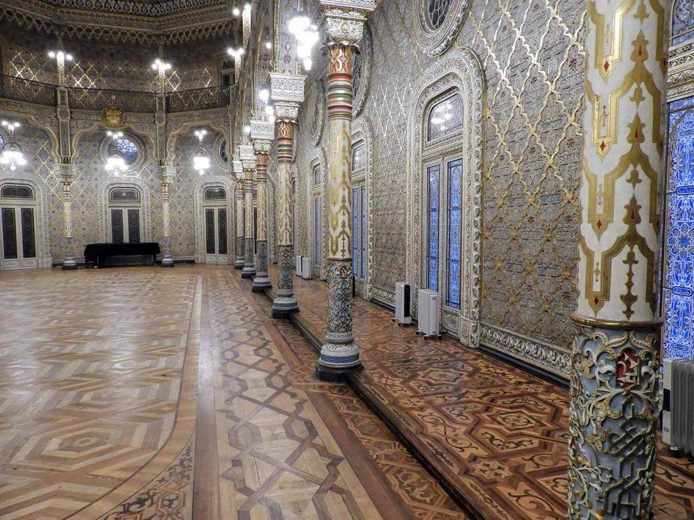portugal-porto-oporto-museum-palacio-da-bolsa-arab-moorish-rivival-room-horizontal.jpg