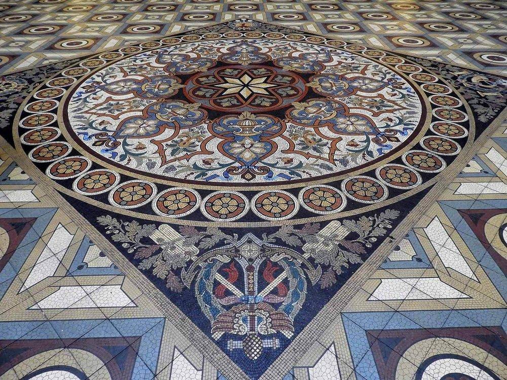 portugal-porto-oporto-palacio-da-bolsa-museum-courtyard-mosaic-floor.JPG
