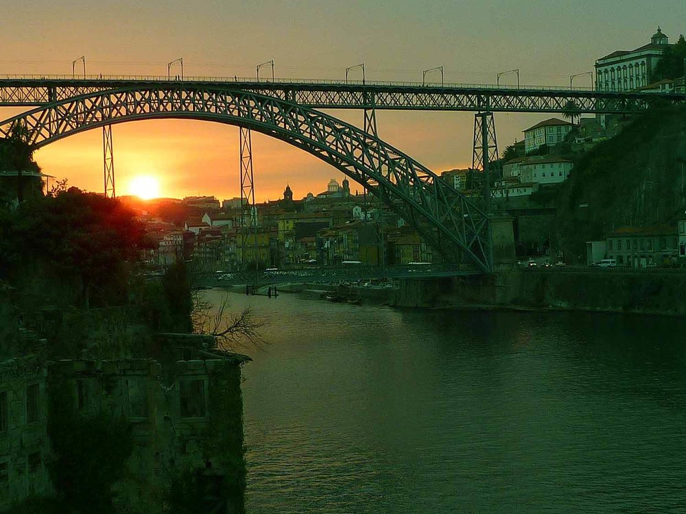 portugal-porto-oporto-douro-river-rio-ponte-bridg-orange-sunset-don-luiz-i.JPG