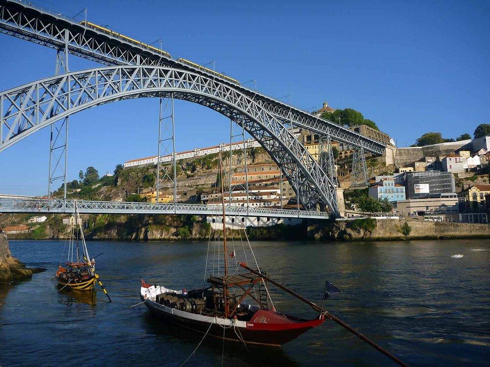 portugal-porto-oporto-douro-river-boats-dom-luis.JPG