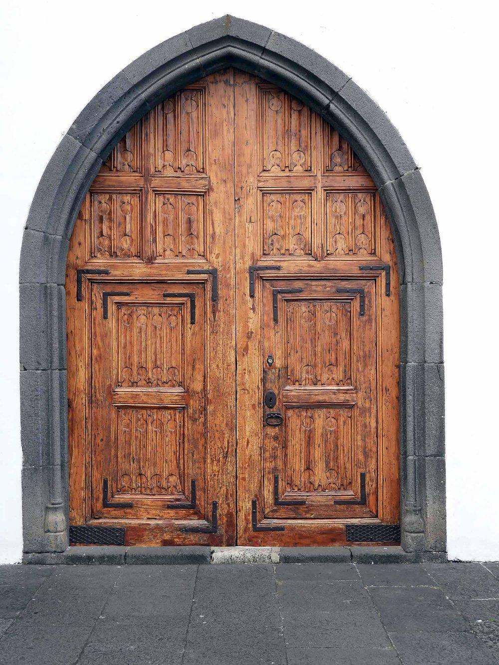 portugal-madeira-island-funchal-church-door.JPG