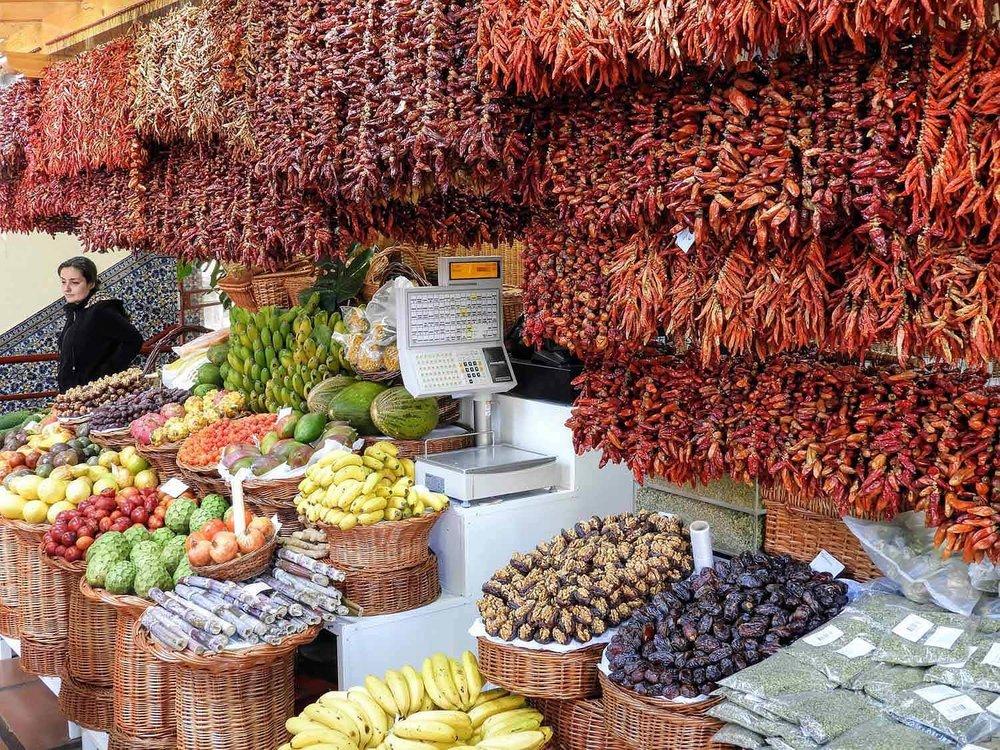 portugal-madeira-island-funchal-mercado-lavradores-fruit-market-peppers.jpg
