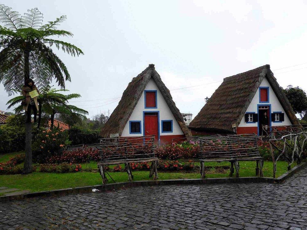 portugal-madeira-island-santana-festa-dos-compadres-children-singing-parade-traditional-houses.jpg