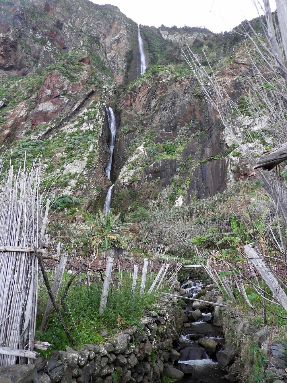 portugal-madeira-rocha-do-navio-teleferico-house-fishing-waterfall.JPG
