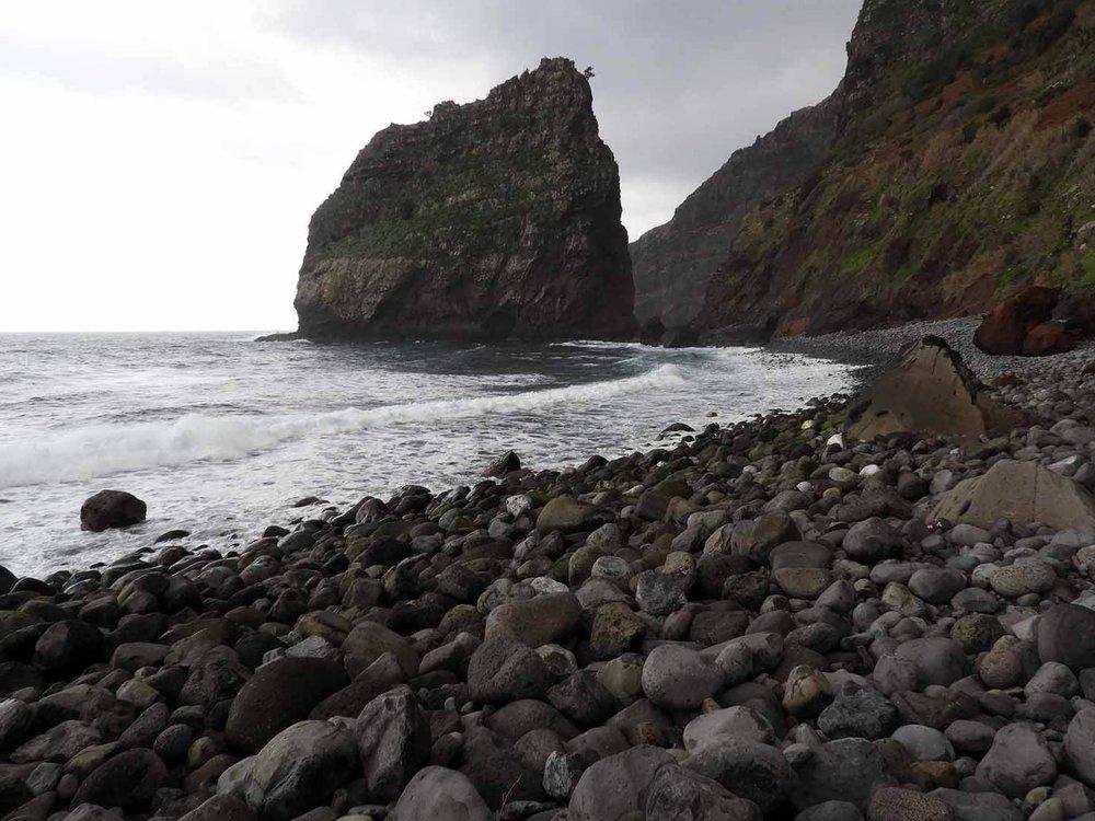 portugal-madeira-rocha-do-navio-teleferico-shiprock.JPG