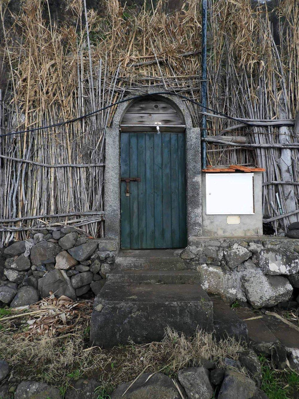 portugal-madeira-rocha-do-navio-teleferico-garden-door.JPG