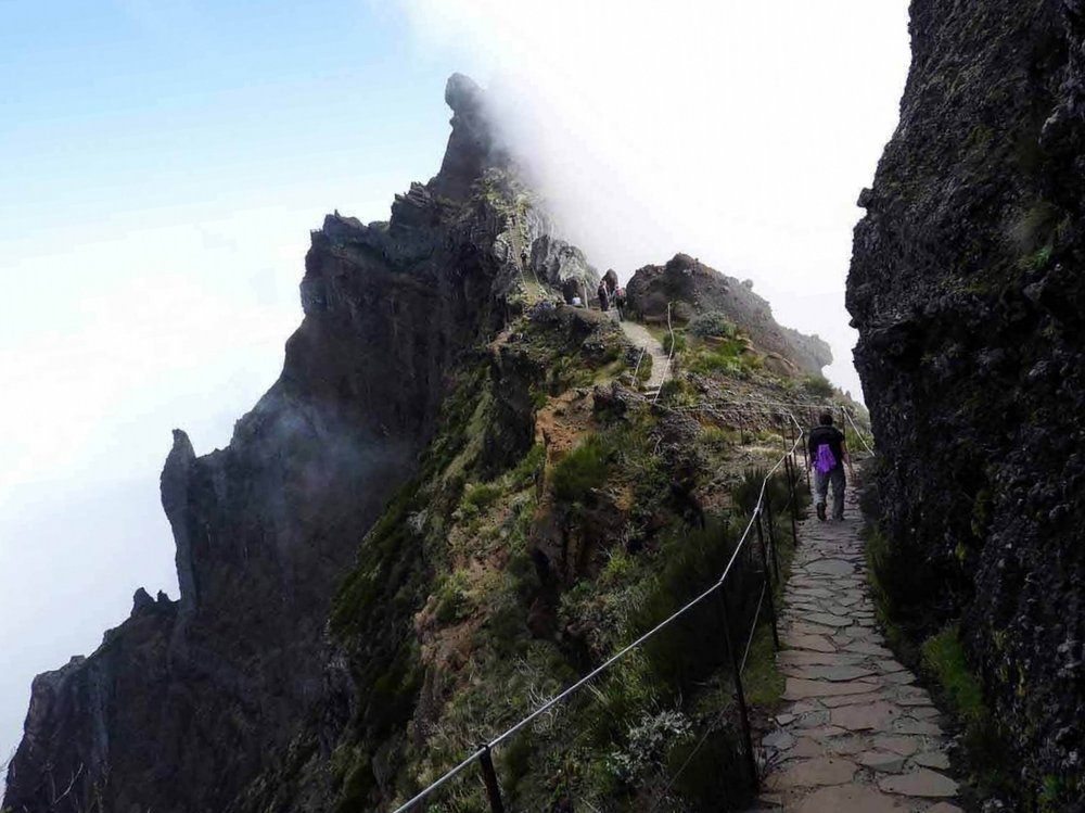 portugal-madeira-island-hike-pico-arieiro-ruivo-highest-peak-clouds-mountains-summit.jpg