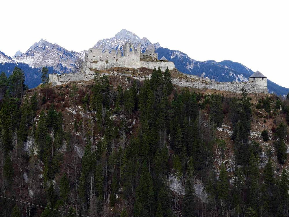 austria-ruette-highline-179-castle-schloss-ehrenberg-mountain-top.JPG