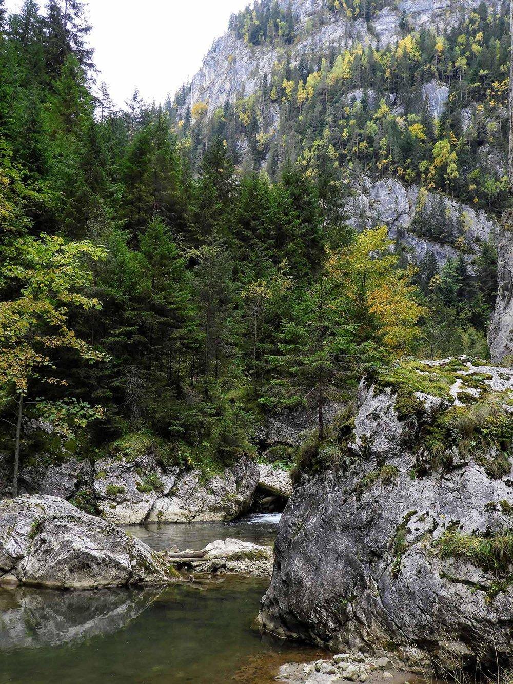 romania-bicaz-gorge-canyon-river-rocks.jpg