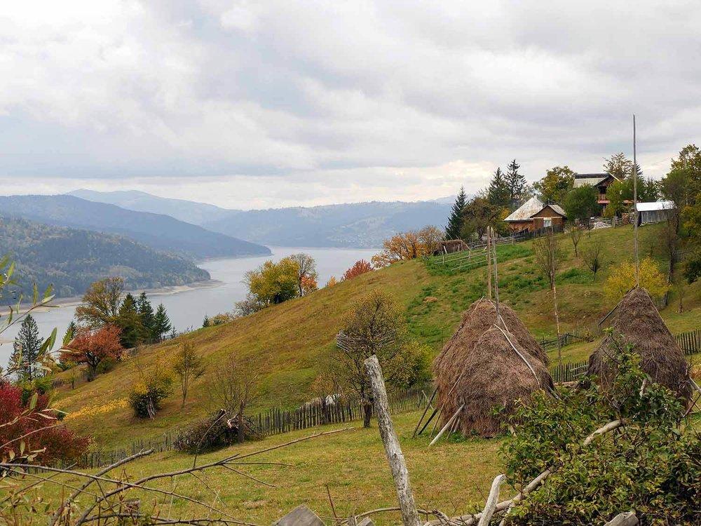 romania-lake-bicaz (2).jpg