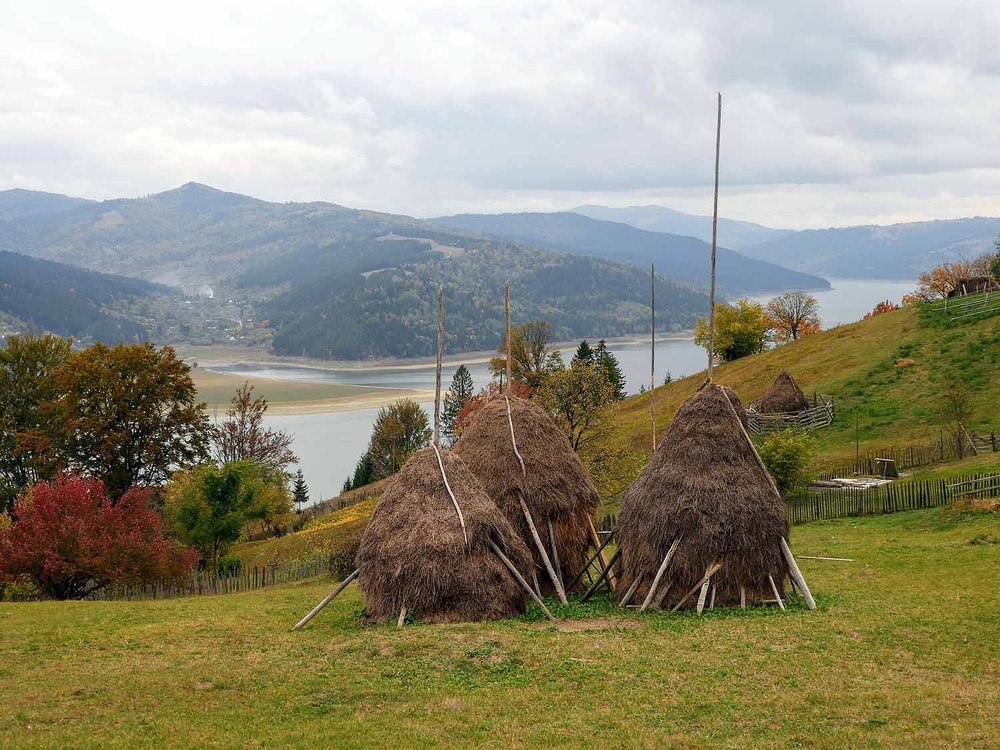 romania-lake-bicaz (3).jpg