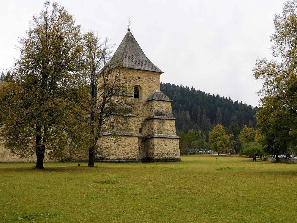 romania-bucovina-suveita-painted-monasteries (2).jpg