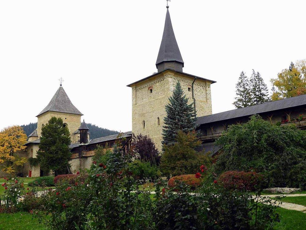 romania-bucovina-suveita-painted-monasteries (5).jpg