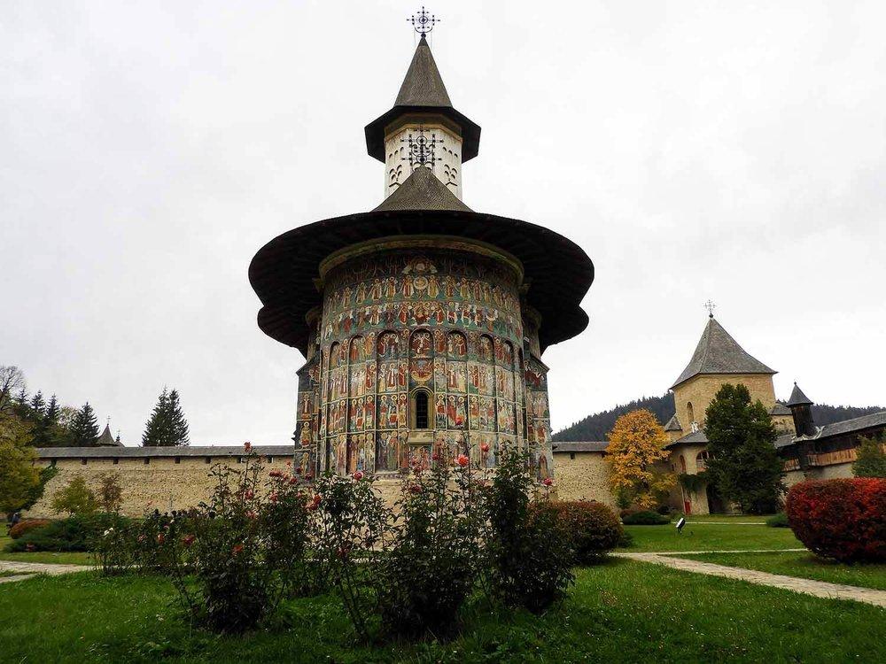 romania-bucovina-suveita-painted-monasteries (8).jpg