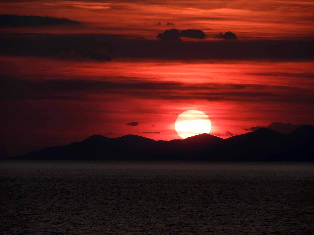 montenegro-kotorbay-sunset-red-sun.jpg