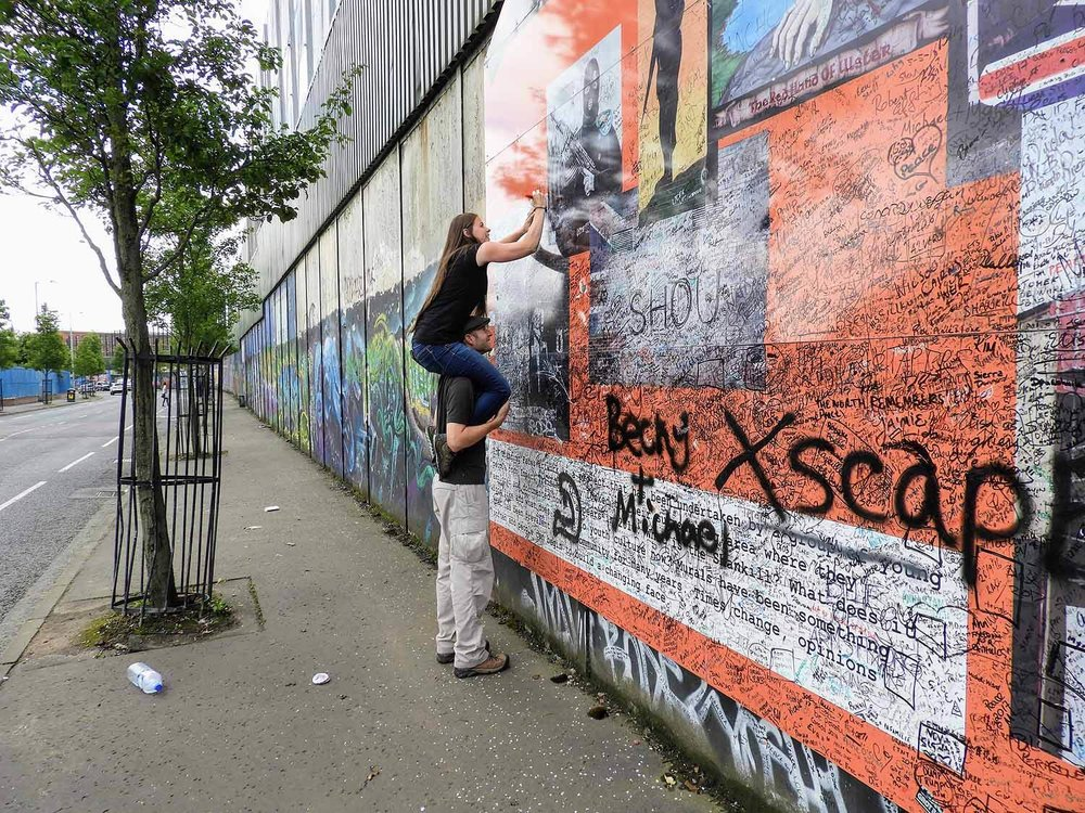 northern-ireland-belfast-signing-peace-wall-troubles-black-cab-tour.jpg