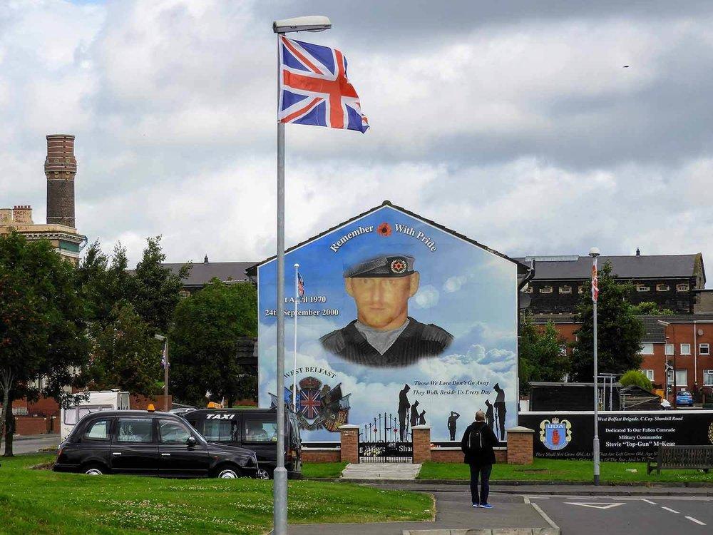 northern-ireland-belfast-black-cab-tour-art-shankill-memorial.jpg