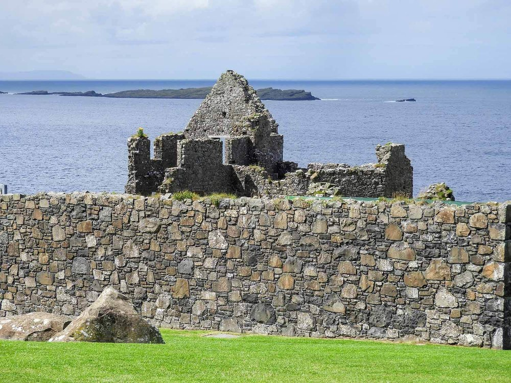 northern-ireland-coast-dunluce-castle-stone-ruins.jpg