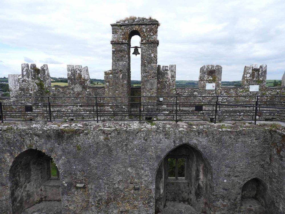 ireland-blarney-castle-catwalk-bell.JPG