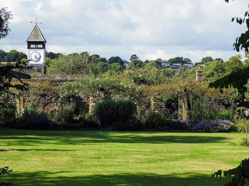 ireland-blarney-castle-gardens-grounds.jpg