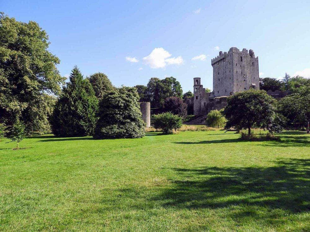 ireland-blarney-castle-ruins-tower.jpg