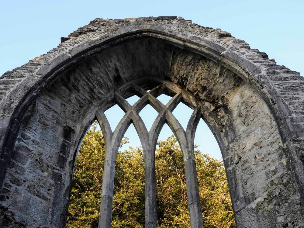 ireland-killarney-muckross-abby-ruins-stone-window-arch-gothic.jpg