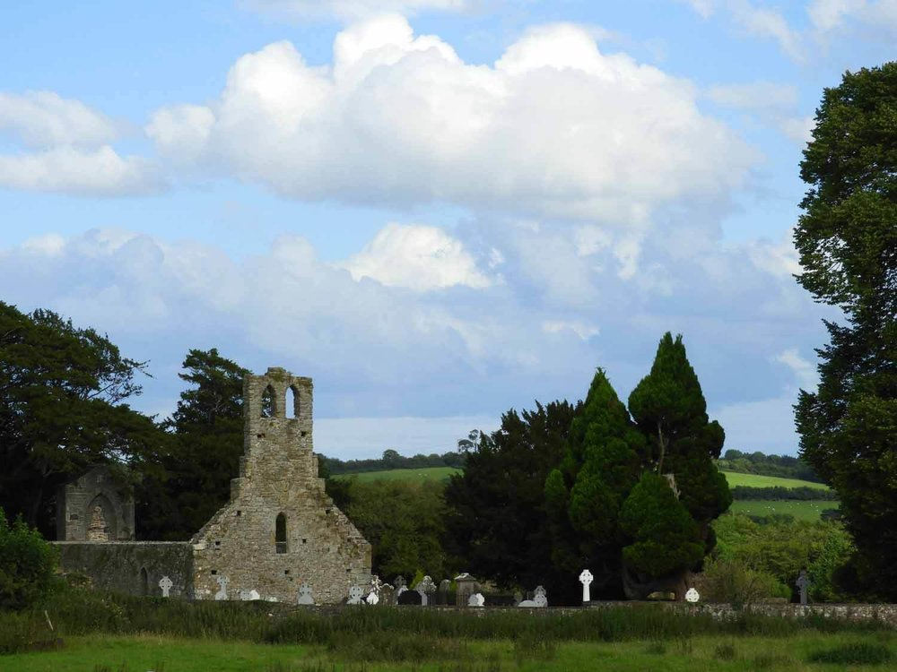 ireland-bru-na-boinne-church-ruin.JPG