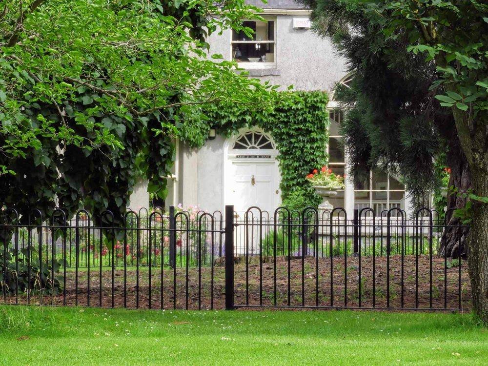 ireland-dublin-ivy-arched-door-house.jpg