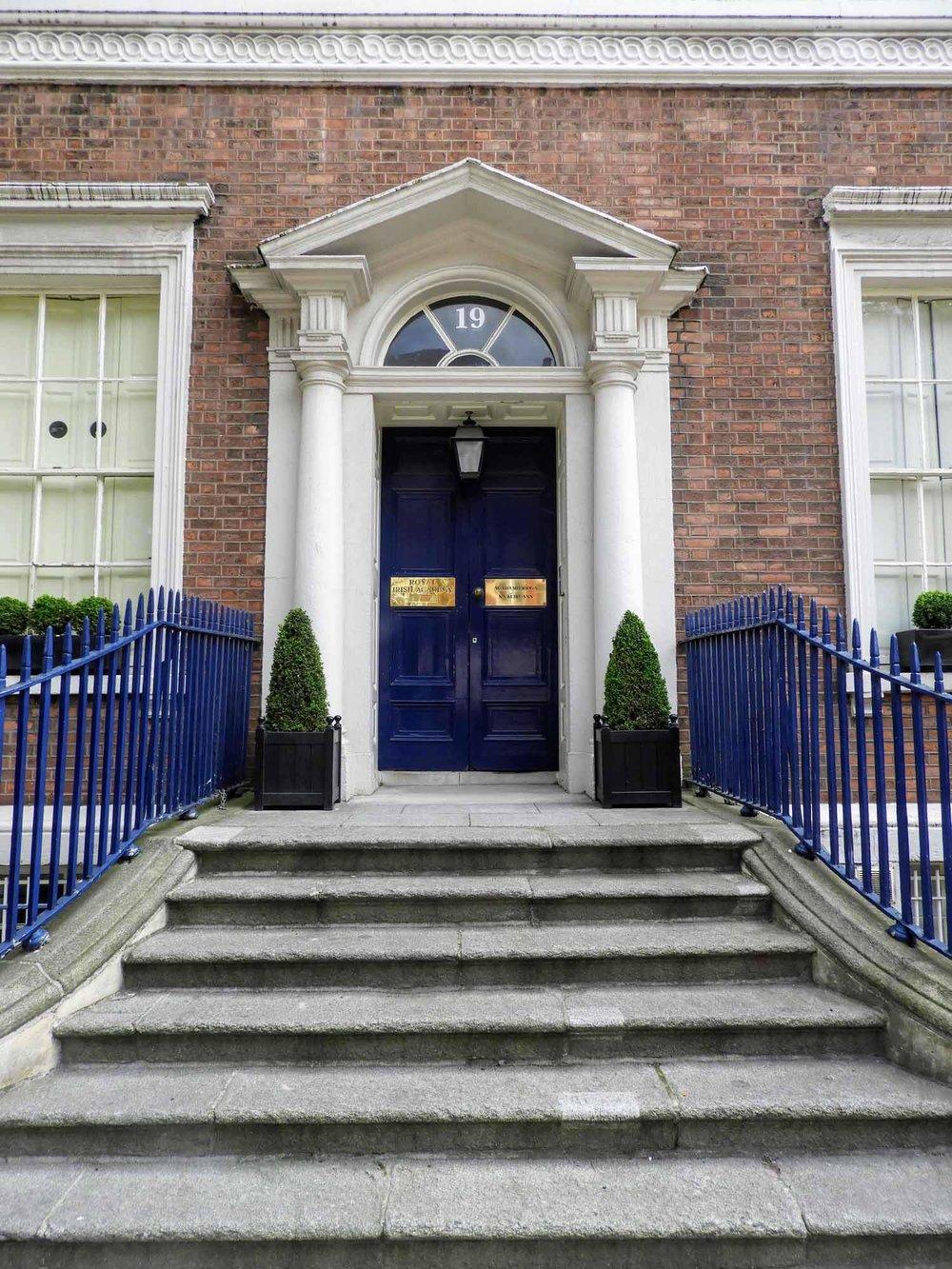 ireland-dublin-blue-door-steps-red-brick.jpg