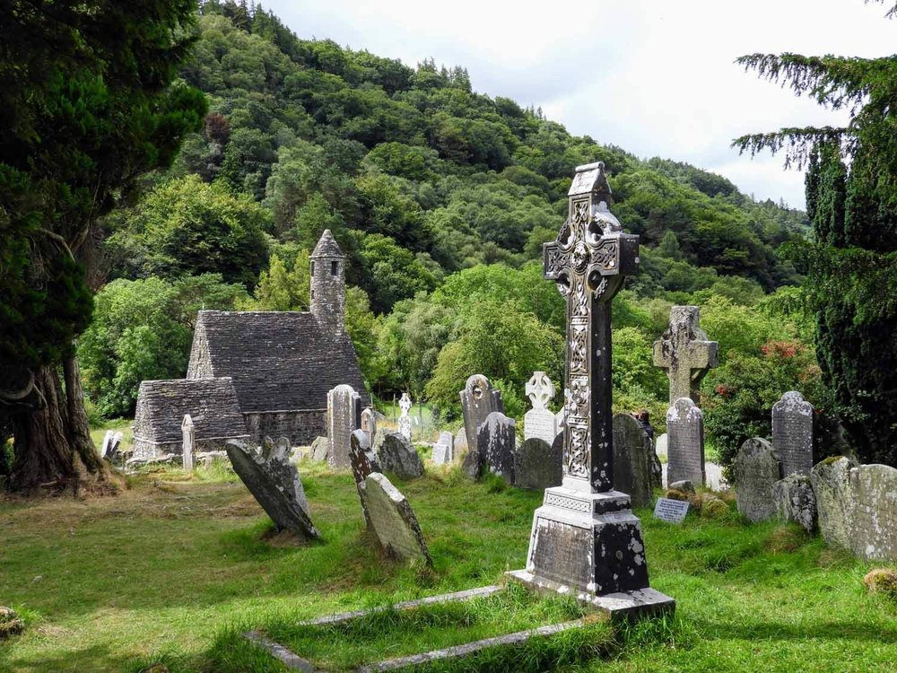 ireland-glendalough-monastic-cemetery-graves-headstone-cross.jpg