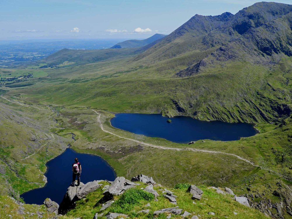 ireland-carrauntoohil-highest-mountain-peak-lake-view.jpg