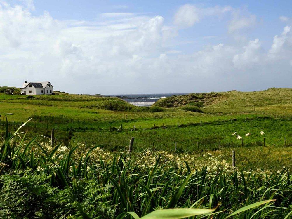 ireland-donegal-glencolumbkille-gleann-cholm-cille-fields-beach.jpg