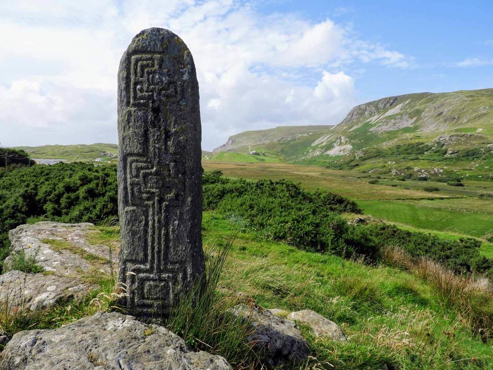 ireland-donegal-glencolumbkille-gleann-cholm-cille-celtic-ancient-stone-carving-monolith.jpg