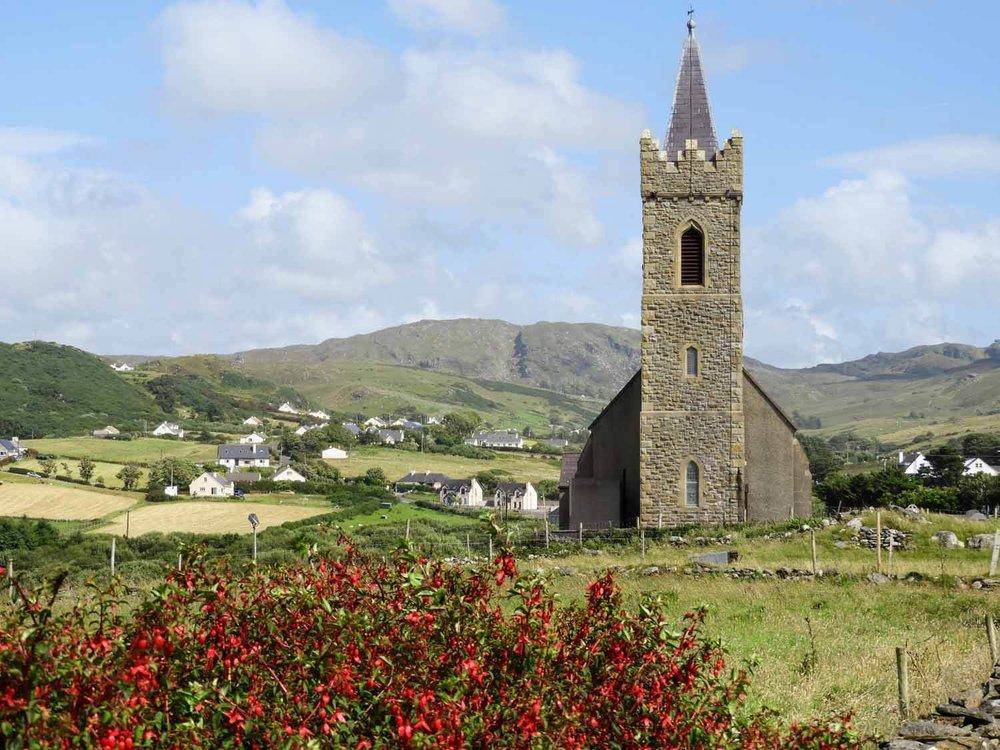 ireland-donegal-glencolumbkille-gleann-cholm-cille-church-flowers.jpg