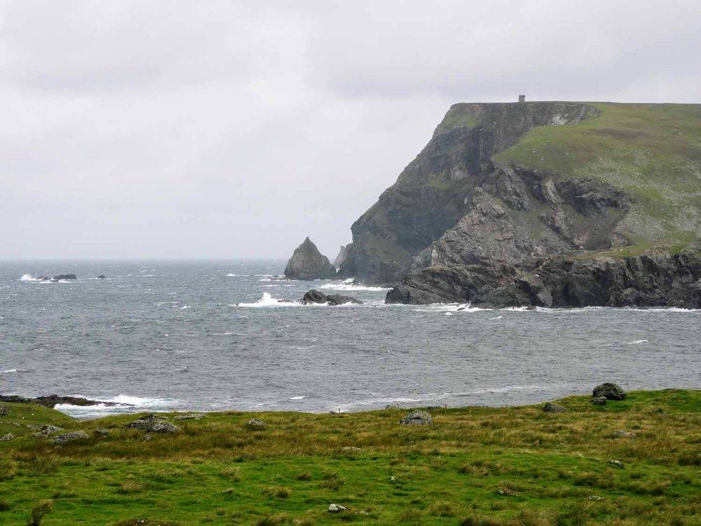 ireland-donegal-glencolumbkille-gleann-cholm-cille-sea-ocean-watchtower.jpg