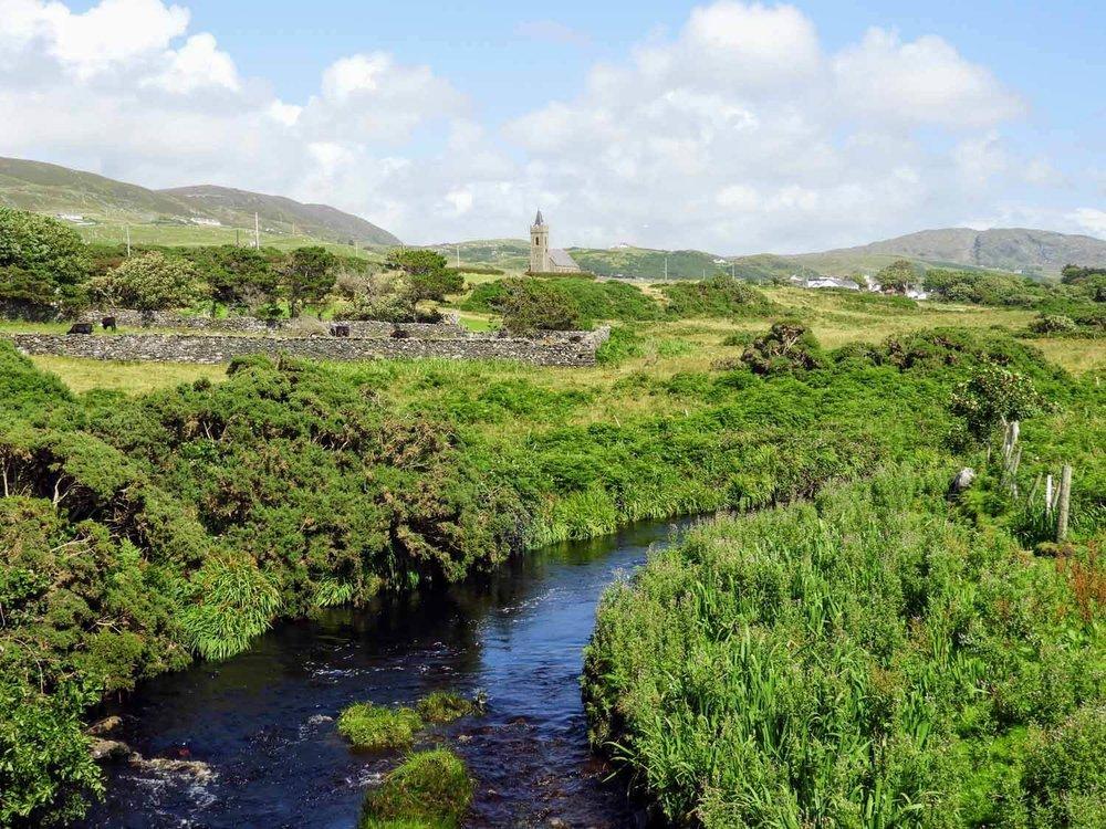 ireland-donegal-glencolumbkille-gleann-cholm-cille-stream-church.jpg