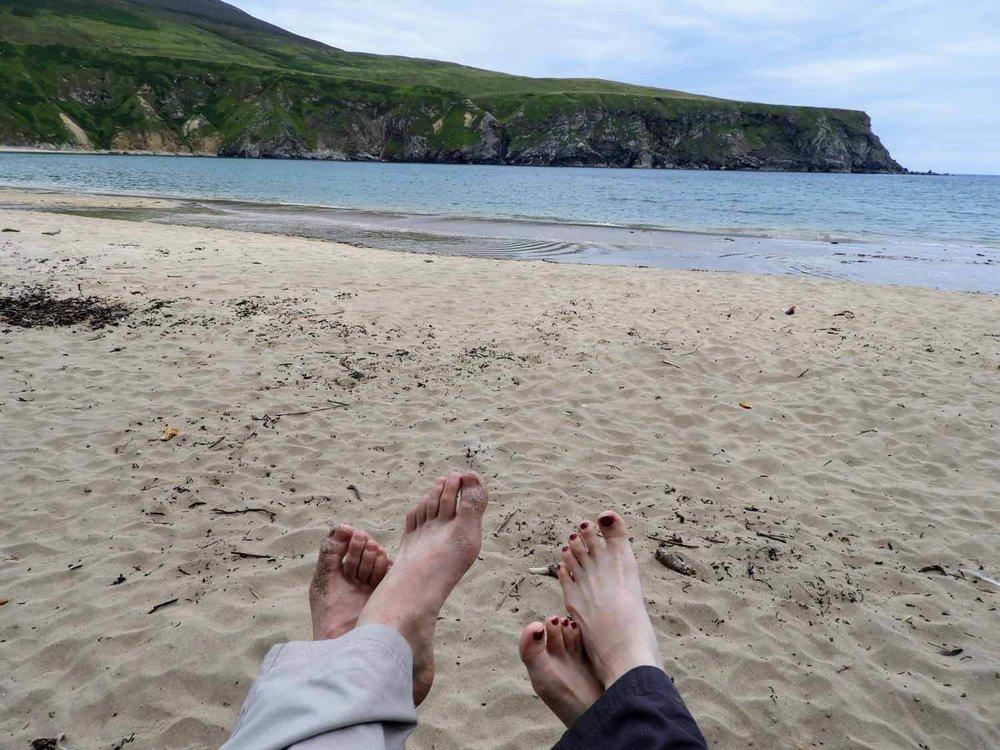 ireland-donegal-ireland-donegal-silver-strand-malin-beg-feet-team.jpg