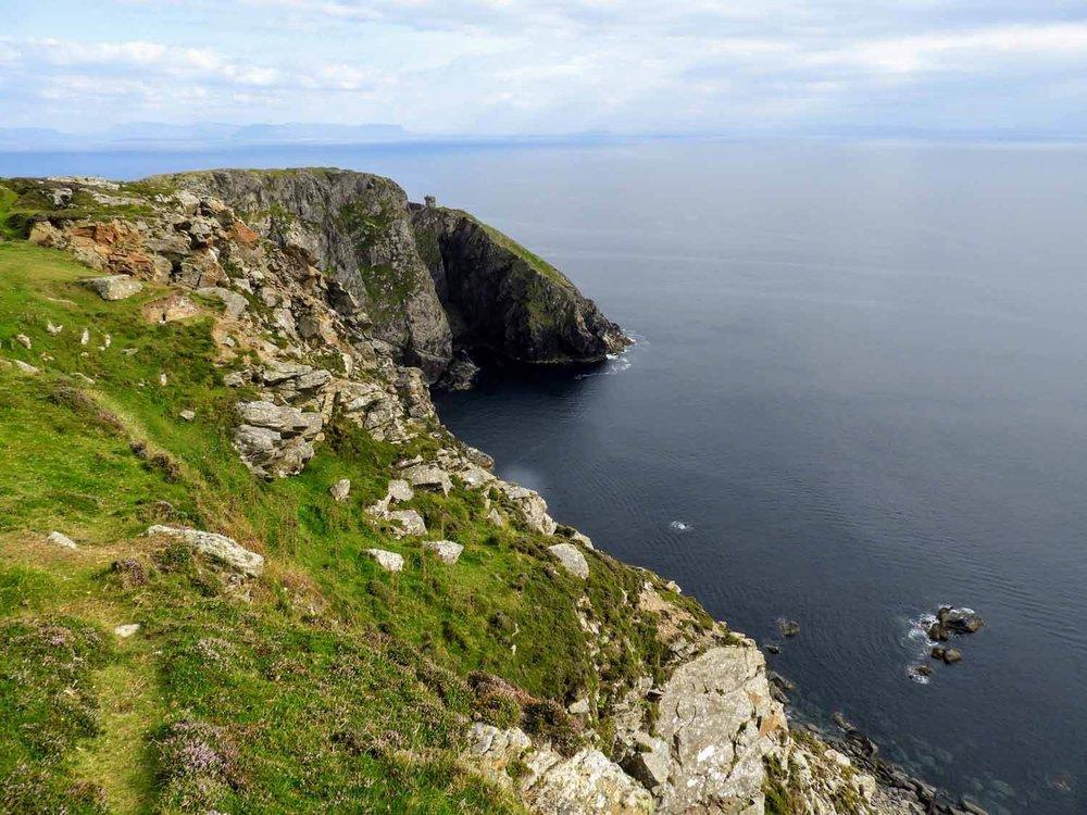 ireland-donegal-slieve-league-cliff-watch-tower.jpg