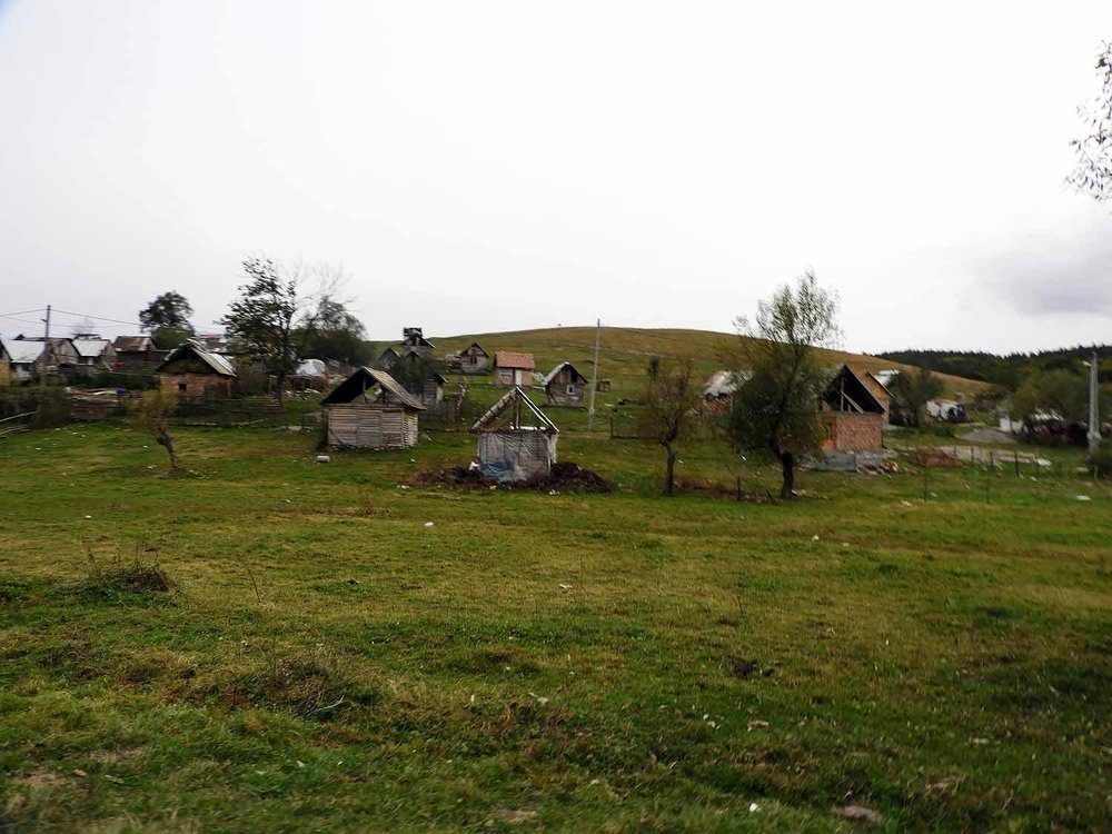 romania-hetea-kastalo-forest-gypsies-village.jpg