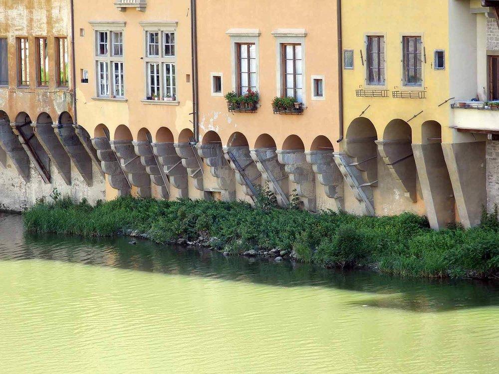 italy-italia-florence-ponte-vecchio-riverside-houses.JPG