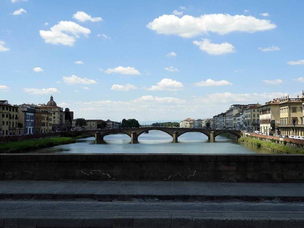 italy-italia-florence-ponte-vecchio-river-rno-river.JPG