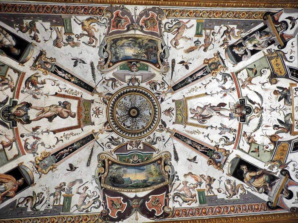 italy-italia-florence-uffizi-museum-gallery-ceiling-painting.JPG