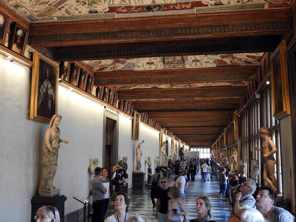 italy-italia-florence-uffizi-museum-halleay-busts-paintings.JPG