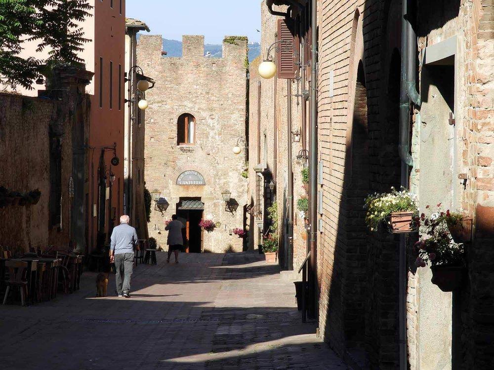 italy-italia-certaldo-old-tuscany-street-oldtown.JPG