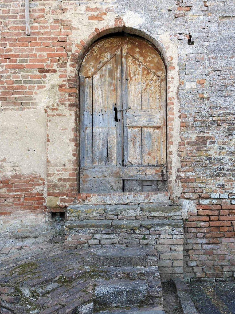 italy-italia-certaldo-old-tuscany-brick-wood-door-vintage-antique.JPG